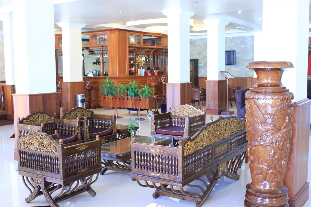 Lobby Lounges